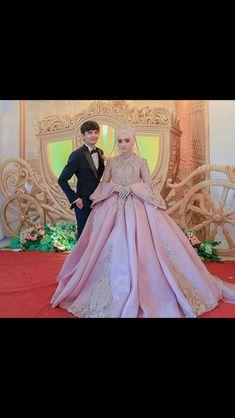 Muslimah Wedding Dress, Muslim Wedding Dresses, Dress Muslimah, Wedding Gowns, Classy Gowns, Bridal Hijab, Glam Dresses, Fashion Sketches, Wedding Styles