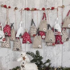 DIY - Guirlande de l'Avent Christmas And New Year, Christmas Time, Coin Couture, Advent Calenders, Xmas Ornaments, Bunting, Holiday Decor, Coupon, Inspiration