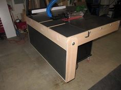 Fold-down Outfeed Table with auto-locking support
