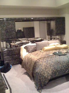 Bedroom Sets With Mirrored Headboards