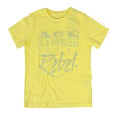 T-SHIRT WOOLRICH JUNIOR,  T-Shirt della Woolrich per bambini e ragazzi di colore giallo con stampa frontale, manica corta, girocollo, logo.  http://www.abbigliamento-bambini.eu/compra/t-shirt-boy-woolrich-junior-2973637
