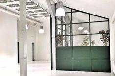 Udsmyk med wire - giv dine vægge et industrielt twist - Cement Art, House Windows, Home Kitchens, Kitchen Dining, Small Spaces, Toilet, Diy And Crafts, House Design, Mirror
