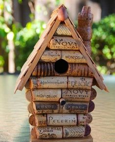 birdhouses Attract birds in your garden or apartment balcony by providing them shelter. Here're the 28 Best DIY Birdhouse Ideas with tutorials! Bird Houses For Sale, Bird House Kits, Bird Houses Diy, Wine Cork Birdhouse, Diy Birdhouse, Birdhouses, Birdhouse Designs, Diy Casa, Wine Cork Crafts