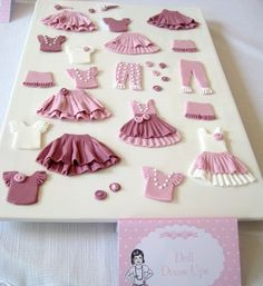 Best 12 fondant clothing for the paper dolls, with a naughty twist for Danielle'sBachelorette party, maybe bras and panties, and thigh highs! Cake Decorating Techniques, Cake Decorating Tutorials, Cookie Decorating, Fondant Toppers, Fondant Cakes, Cupcake Cakes, Fondant Girl, Fondant Figures, Formation Patisserie