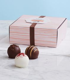 From sweet and salty lovers to chocolate and vanilla purists, this gift truly has something for everyone. #cakeTruffles