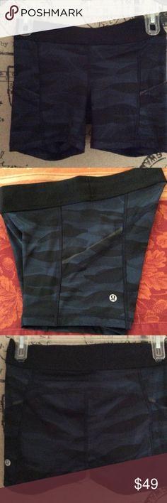 Lululemon Athletica Blue Camo Shorts Size 4 Lululemon Athletica Blue Camo Shorts Size 4 lululemon athletica Shorts