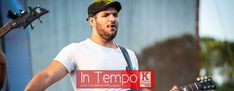 In Tempo με τον Paris: «Προσπαθώ να προοδεύω συνεχώς». Wayfarer, Mens Sunglasses, Tv, Mens Tops, Style, Swag, Television Set, Men's Sunglasses, Outfits