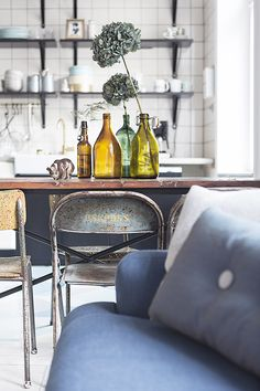 this is the eclectic home of stockholm-based wedding photographer therese winberg featured on plaza interiör. Layout Design, Home Interior, Interior Design, Sweet Home, Home Decoracion, Turbulence Deco, Home Goods Decor, Scandinavian Home, Modern Industrial