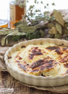 Recipe for cod gratin with onion and potatoes. recipe with step-by-step photographs and presentation suggestions. Fish and seafood recipes Fish Recipes, Seafood Recipes, Mexican Food Recipes, Potato Recipes, Tapas, Clean Eating Recipes, Cooking Recipes, Healthy Recipes, Seafood Dishes