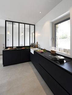 Matt black kitchen | #homedesign #interiorinspo #renovation #homedecorideas #dreamhome #homeremodel #interiordesign #kitcheninspo #dreamkitchen #kitchendecor #mattblack #mattblackkitchen #interiortrends #kbbmag