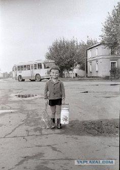a bygone soviet Russia, my childhood land Old Pictures, Old Photos, Vintage Photographs, Vintage Photos, Foto Picture, Nostalgic Pictures, Back Up, Soviet Art, Foto Art