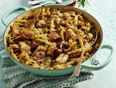 One Pot Pasta with Chicken & Tomato Recipe DELICIOUS Our popular recipe for one-pot pasta with chicken & tomatoes and over other free recipes LECKER. Informations About One-Pot-Pasta mit Hähnchen & Tomaten Rezept Pasta With Dried Tomatoes, Chicken Recipes With Tomatoes, Yummy Chicken Recipes, Yum Yum Chicken, Easy Healthy Recipes, Pasta Recipes, Yummy Food, Recipe Chicken, Cabbage Recipes