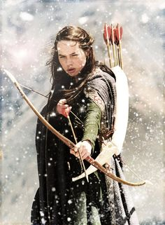 Susan Pevensie (Anna Popplewell) in The Chronicles of Narnia: The Lion, the Witch, and the Wardrobe Cs Lewis, Power Rangers, Susan Pevensie, Lucy Pevensie, Narnia Costumes, Anna Popplewell, Emperors New Groove, Avengers, A Hundred Years
