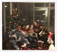 Izombie Cast, It Cast, Gift Wrapping, Christmas Tree, Holiday Decor, Instagram, Home Decor, Tv, Gift Wrapping Paper