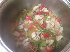 Χοιρινό με πένες αλλιώτικο από τα άλλα Thai Red Curry, Ethnic Recipes, Food, Meals, Yemek, Eten