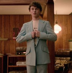 """Wyatt Oleff as Stanley barber from """"I am not ok with this"""" on Netflix Im Not Okay, My Little Baby, Halloween Disfraces, Film Serie, White Boys, Piece Of Clothing, Celebrity Crush, Favorite Tv Shows, Pretty People"""
