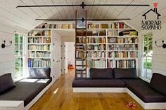 Organizar livros não é tarefa fácil se você tem muitos exemplares em casa, mas tudo se dá um jeito. Confira as inspirações para decoração da sua casa.