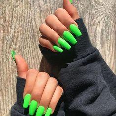 nails neon green / nails neon - nails neon green - nails neon yellow - nails neon pink - nails neon orange - nails neon colors - nails neon sign - nails neon tips Bright Summer Acrylic Nails, Neon Green Nails, Best Acrylic Nails, Neon Nails, Acrylic Nails Green, Acrylic Summer Nails Coffin, Bright Nails Neon, Colourful Acrylic Nails, Matte Nails