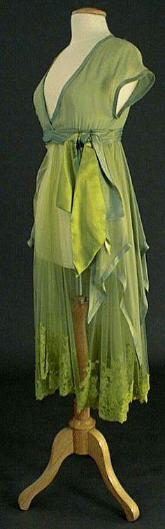 Période : Poiret  Mode : Silhouette Poisson  Année : 1910-18