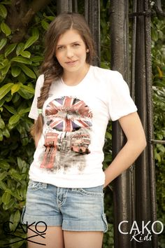 #CAKO #Ladies #ScoopNeck #London #Bus #Lips #print #White #T #Tee #Lookbook #Fashion www.cakoboutique.com @cakoteam #CAKOTEAM