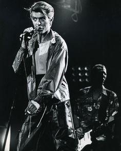 David Bowie : portrait d'une icône en ombres et lumière