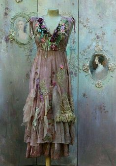 Fallen petals dress - long bohemian romantic dress, baroque inspired, , altered couture, would so get married in this! Shabby Chic Outfits, Ropa Shabby Chic, Vintage Outfits, Boho Outfits, Vintage Dresses, Vintage Fashion, Shabby Chic Fashion, Bohemian Mode, Bohemian Style