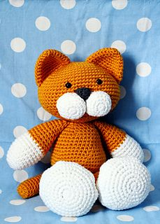 This is Gatito by Esperanza Rosas ~ she is on Ravelry and this pattern is FREE ~ CROCHET