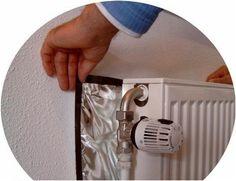 Doe aluminiumfolie achter de radiator De warmte 'verdwijnt' niet in de muur, maar reflecteert de kamer in.