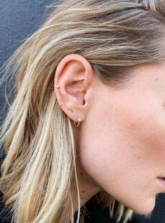 When you've filled up your lobes with constellation piercings, here's the next trend to consider. Meet the auricle piercing. When you've filled up your lobes with constellation piercings, here's the next trend to consider. Meet the auricle piercing. Piercing Orbital, Ohrknorpel Piercing, Spiderbite Piercings, Pretty Ear Piercings, Ear Peircings, Triple Lobe Piercing, Double Cartilage, Middle Cartilage Piercing, Double Forward Helix Piercing