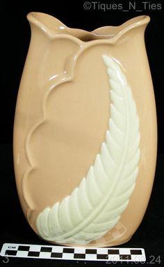Vintage Chadwick Trenton Pottery Pink Feather Vase (DD)