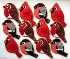 I've been sewing lots of bird brooches recently, doing a bit here and a bit there... until suddenly there's a whole flock of them finished!...