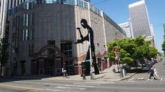 シアトルアートミュージアム。でっかい人陰は動くんです。