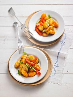 Leckerer Gnocchi - Salat mit Zucchini und Paprika