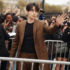 """Lee Dong Wook Stole The Show At Paris Fashion Week While Giving Off """"Goblin"""" Vibes — Koreaboo Korean Star, Korean Men, Asian Men, Asian Actors, Korean Actors, Lee Dong Wook Goblin, Lee Dong Wook Wallpaper, Lee Dong Wok, Park Bo Gum"""