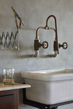 Bathroom sink industrial copper taps 70 ideas for 2019 Bad Inspiration, Bathroom Inspiration, Interior Inspiration, Industrial Bathroom, Modern Bathroom, Design Bathroom, Industrial Kitchens, Boho Bathroom, Small Bathroom