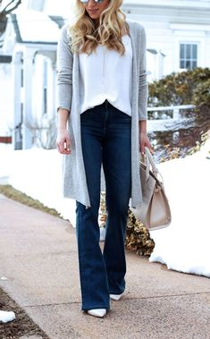 49 Best Flared Jeans Outfits Ideas For Fall That You Must Try - Outfits for Work Flare Jeans Outfit, Trouser Jeans Outfit, Grey Jeans Outfit, Jeans Outfit For Work, Jeans Outfit Winter, Fall Jeans, Flare Leg Jeans, Winter Outfits, Grey Cardigan