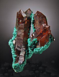 Malachite on Quartz - Oumjrane Mine, Alnif, Tarhbait Meknes-Tafilalet Region, Morocco Source: wellarrangedmolecules.com