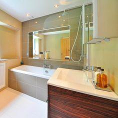 Cómo usar el vinagre para la limpieza. 16 usos del vinagre que desconoces Best Vanity Mirror, Lighted Vanity Mirror, Bathroom Storage, Bathroom Interior, Small Bathroom, Bathrooms, Ways To Organize Your Room, Restroom Remodel, Restroom Design