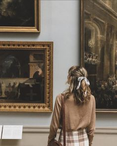 Librarian Chic, Autumn Aesthetic, Classic Literature, Old Art, World Cultures, Aesthetic Pictures, Dream Life, Light In The Dark, Art Museum