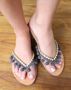Leather flip flops. Pon pon coral sandals. by lizaslittlethings, $68.00