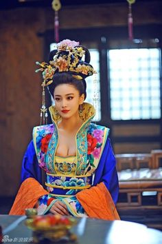 Chinese cosplay and traditional fashion The Empress of China 武则天 Wu Zetian - Ancient Series Discussions - Ancient Chinese Series & Wuxia Traditional Fashion, Traditional Dresses, Asian Fashion, Look Fashion, Chinese Fashion, Asian Woman, Asian Girl, The Empress Of China, Chinese Clothing