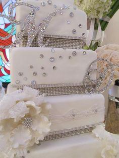 Bling Wedding Cakes, Bling Cakes, Wedding Cake Photos, Beautiful Wedding Cakes, Beautiful Cakes, Diamond Wedding Theme, Bling Wedding Decorations, Monogram Cake Toppers, Gold Cake Topper