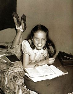Julie Andrews when she was little. How cute.