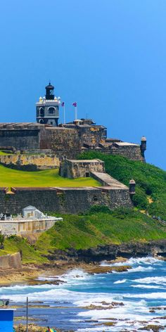 San Juan, Puerto Rico | What would you do with 8 hours in Puerto Rico? Go back in time as you explore Castillo San Cristóbal, the largest fortification built by the Spanish in the New World. This ancient military fort puts defense history on full display as you travel through the grounds and explore secret passageways, moats, and towering walls. Cruise with Royal Caribbean to San Juan, Puerto Rico and take a trip back in time.