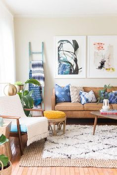Spotlight on Layered Rugs Design Trend! Tons of design inspiration & examples of how to use layered rugs in any room in your home to add texture and style. Boho Living Room, Home And Living, Living Room Decor, Small Living, Modern Living, Bedroom Decor, Piece A Vivre, Decoration Design, Home Decoration