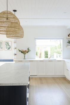 Real reno: Navy stars in boathouse inspired family home - The Interiors Addict Home Decor Kitchen, Rustic Kitchen, New Kitchen, Home Kitchens, Kitchen Sinks, Kitchen Ideas, Kitchen Cabinets, Home Interior, Interior Design Kitchen