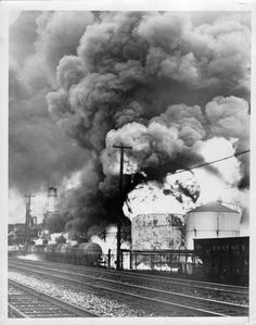 VINTAGE ACME PRESS PHOTO OF FIRE AT CANFIELD OIL CO IN CORAOPOLIS, PA 12/26/37
