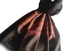This stole is handwoven by essness weavers in the Northern Himalayan region of India.
