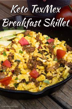 Keto TexMex Breakfast Skillet - A Keto Kitchen 15 Easy Low Carb Breakfast Recipes Healthy Diet Recipes, Healthy Meal Prep, Keto Recipes, Healthy Eating, Vegetarian Meal, Keto Meal, Ketogenic Recipes, Healthy Fats, Cake Recipes
