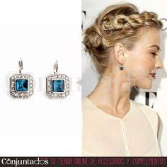 Los #pendientes Ava son perfectos para ir enjoyada con elegancia y discreción ★ Precio: 11,95 € en http://www.conjuntados.com/es/pendientes/pendientes-cortos/pendientes-ava-plateados-con-piedra-azul.html ★ #novedades #earrings #conjuntados #conjuntada #joyitas #jewelry #bisutería #bijoux #accesorios #complementos #moda #fashion #fashionadicct #picoftheday #outfit #estilo #style #GustosParaTodas #ParaTodosLosGustos